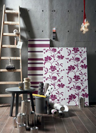 Décoration murale fleurie industrielle
