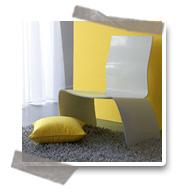 Une décoration murale jaune
