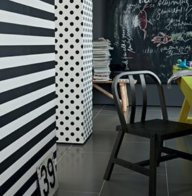 Décoration murale à pois et à rayures