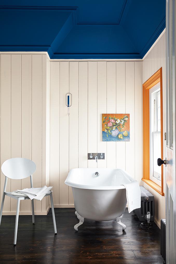 Oser le contraste avec des couleurs Tendance pour la salle de bain