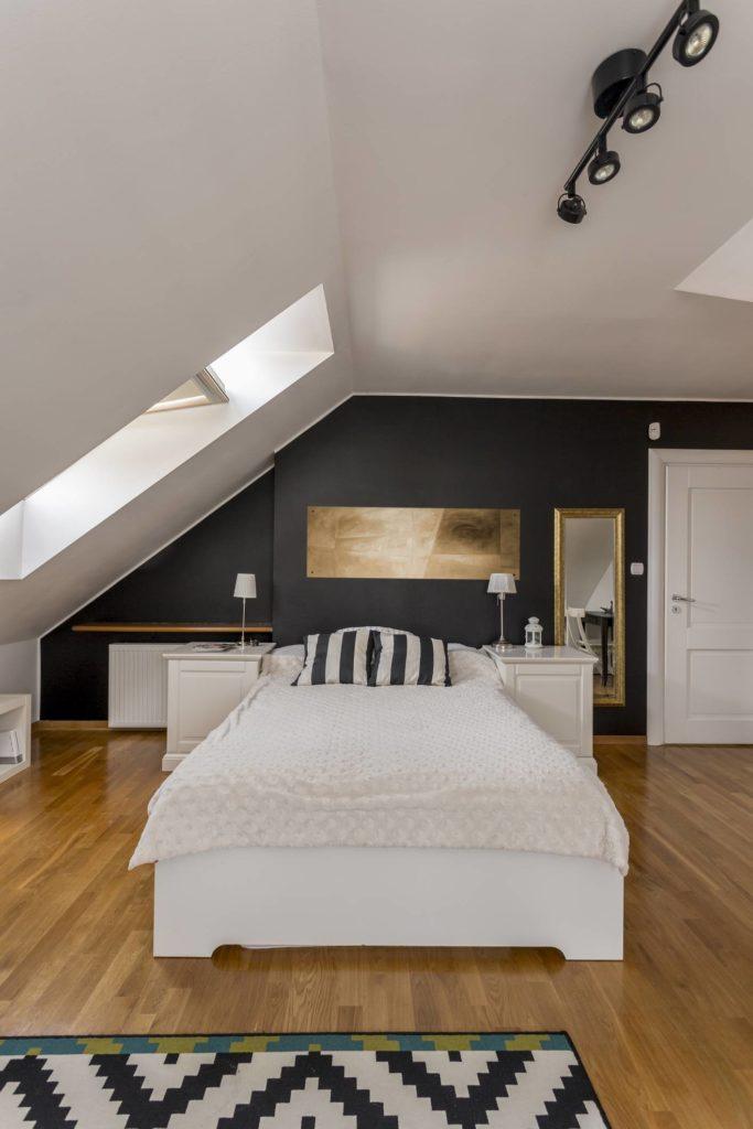 Petite chambre aménagée et optimisée