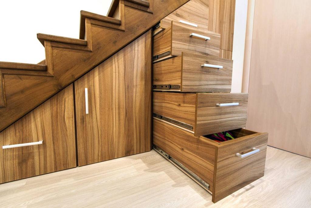 Rangement pour optimiser sous l'escalier