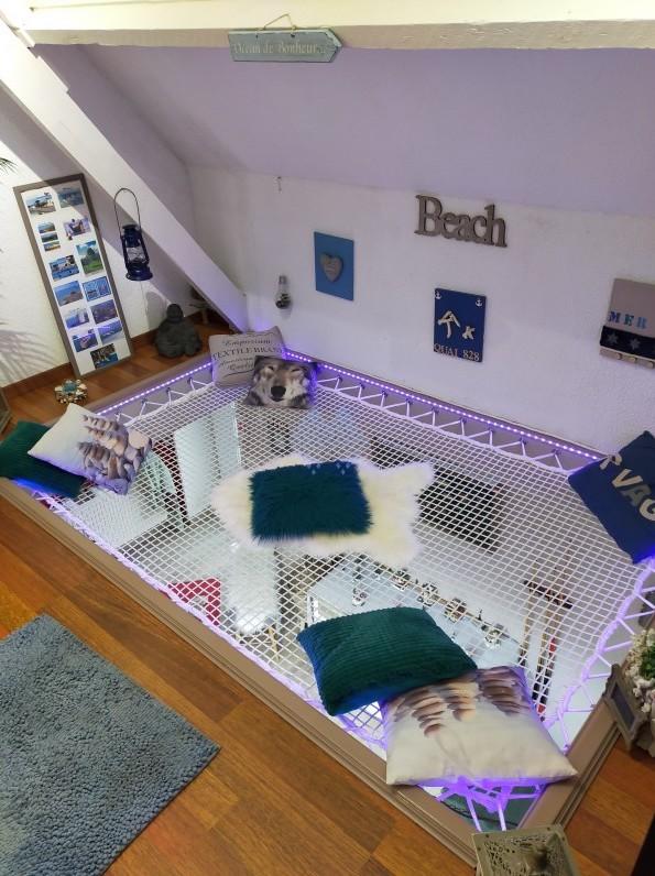 Installation d'un coin détente avec un filet d'habitation de type catamaran