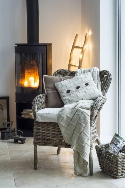 Créer une ambiance cocooning et chaleureuse avec quelques bougies.