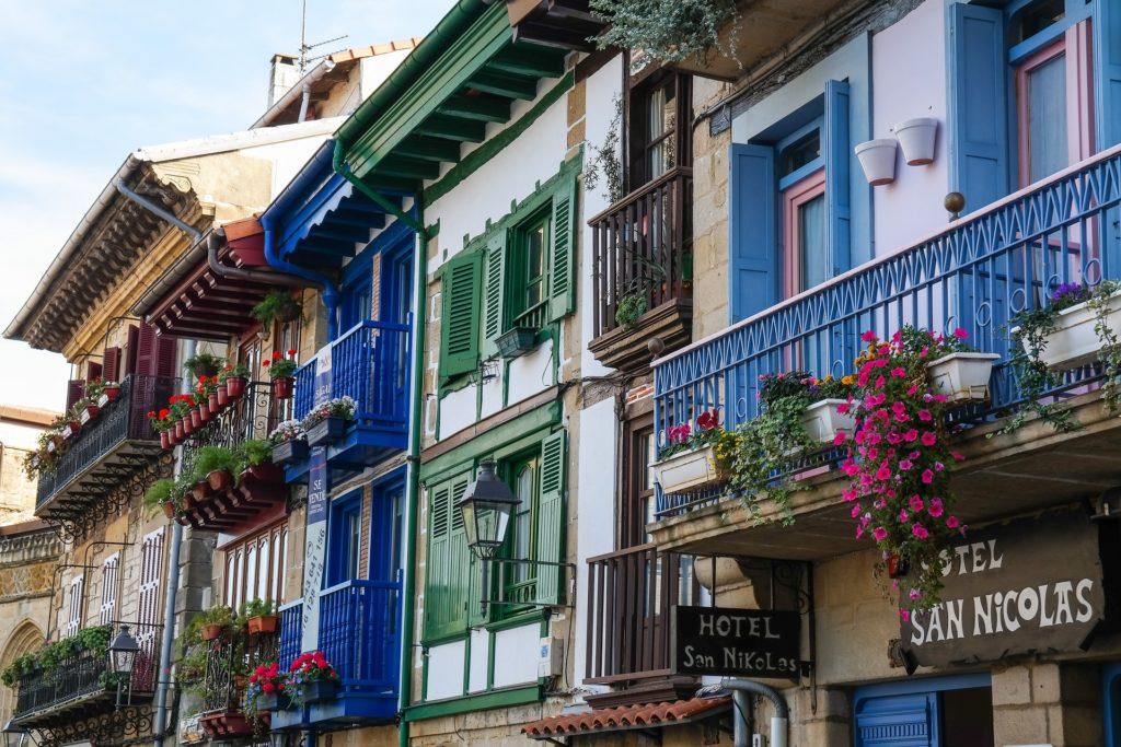 Maisonnettes avec balcons