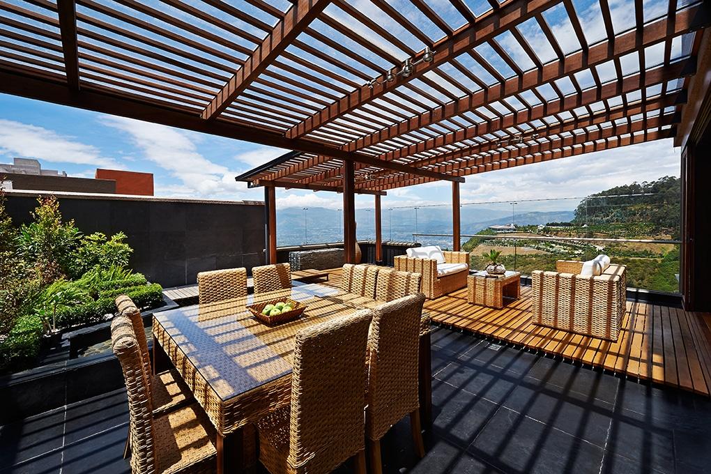 Une pergola pour une terrasse  fraiche et ombragée.